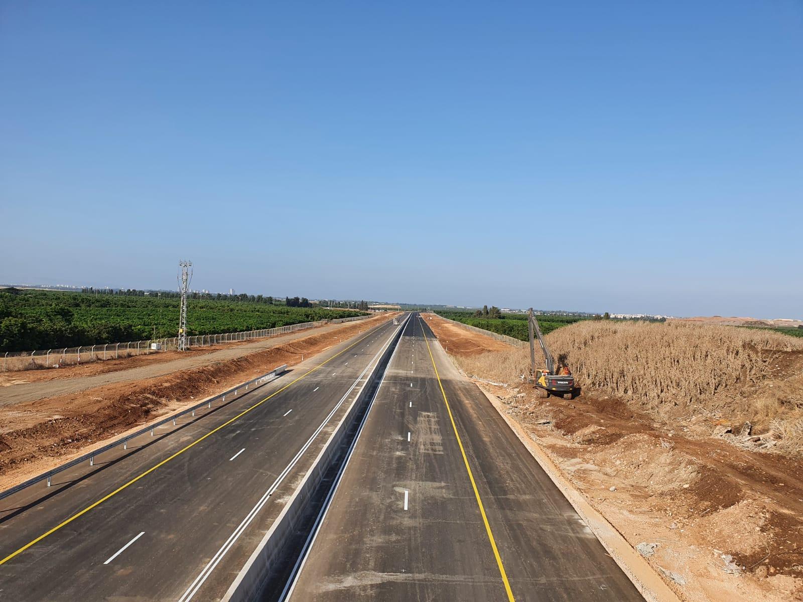 כיתוב: כביש 859 פתוח לנסיעה , צילום נתיבי ישראל